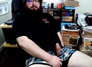 clothed;underwear;boxer-briefs;left-handed;masturbation;coconut-oil;sitting;computer-chair;black-shirt;beard;glasses;cum;interrupted;package-delivery;doorbell;watching-porn,Solo Male;Gay;Bear;Amateur;Handjob;Webcam;Cumshot;Chubby;Verified Amateurs Package Delivery...