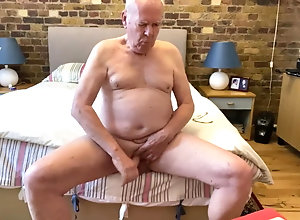 Daddy (Gay);Handjob (Gay);Masturbation (Gay);HD Videos;Gay Daddy (Gay) Daddy having a...