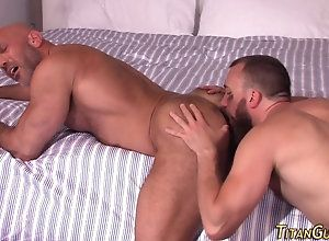 anal,bear Muscled bears ass...